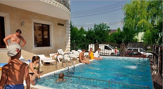 Гостиница с бассейном в Кабардинке