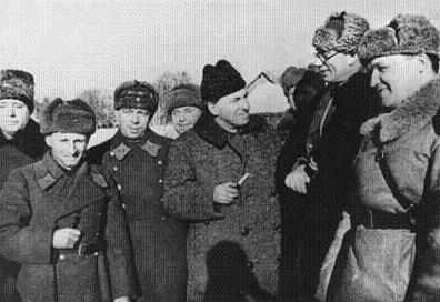 Власову вручают высокую советскую награду