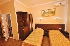 Отель с бассейном на Черном море