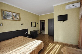 Гостиница с бассейном на Черном море