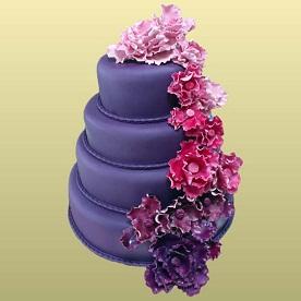 Торт в четыре этажа с цветами